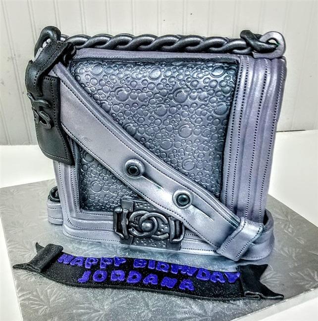 Custom cakes birthday cakes graduation cakes gift box cakes negle Choice Image